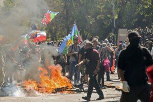 Cile, nuovi scontri nel centro di Santiago