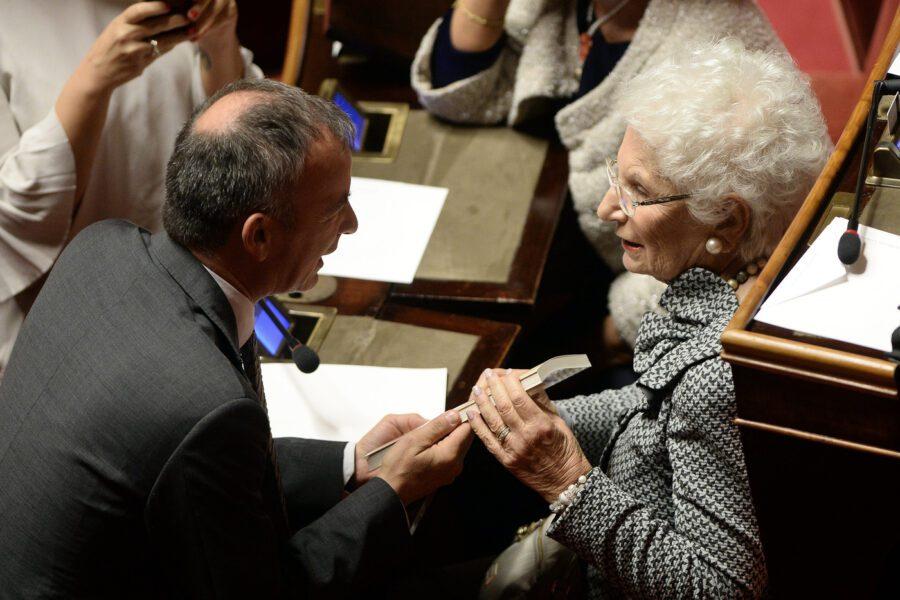 Al Senato standing ovation per Liliana Segre. Ma il centrodestra resta in silenzio