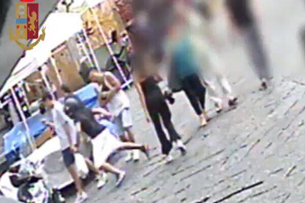 Napoli, così agisce la banda di orologi: scippo da 100mila euro