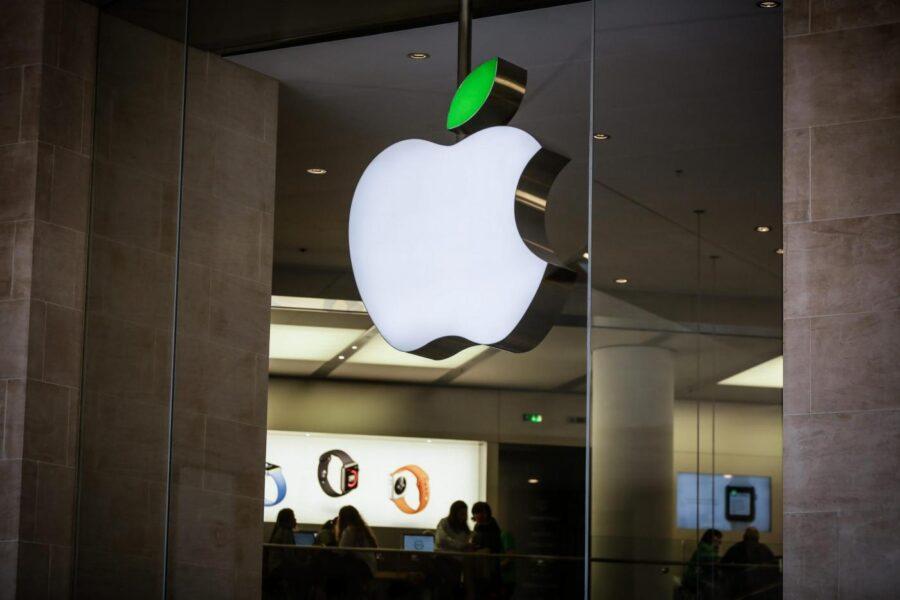Apple di nuovo nel mirino dell'Unione Europea, doppia indagine antitrust su Apple Pay e Store