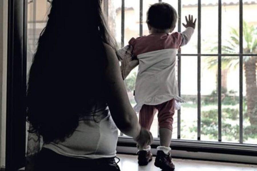 Il dramma dei bambini detenuti con le mamme, in carcere dalla nascita