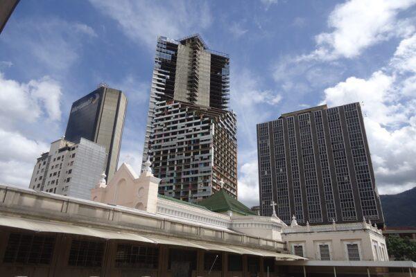 Storia della Torre di David, il più grande edificio occupato al mondo
