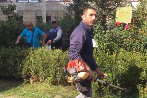 """I detenuti riqualificano l'aiuola dedicata a Gelsomina Verde: """"Così ci sentiamo utili"""""""