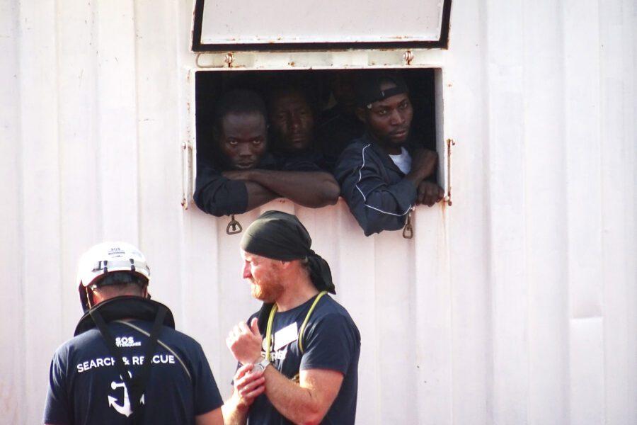 """Migranti, """"patto segreto"""" Libia-Malta per riportarli indietro"""