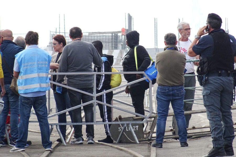 """La Ocean Viking sbarcherà a Pozzallo, l'ira di Salvini: """"Inaccettabile"""""""