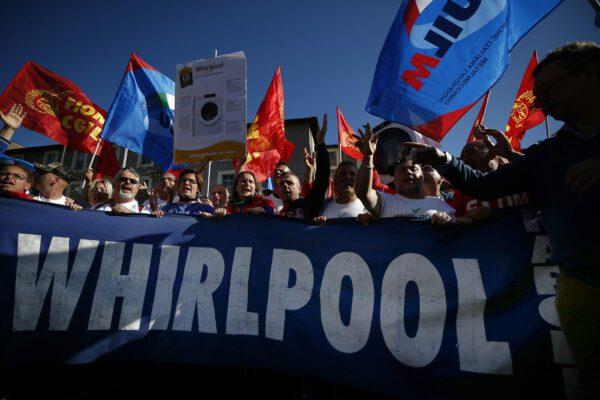 Svolta Whirlpool, ritirata la procedura di cessione dello stabilimento di Napoli