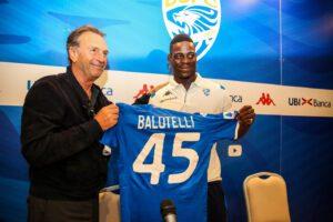 """Balotelli, battuta razzista di Cellino: """"E' nero, deve schiarirsi"""""""