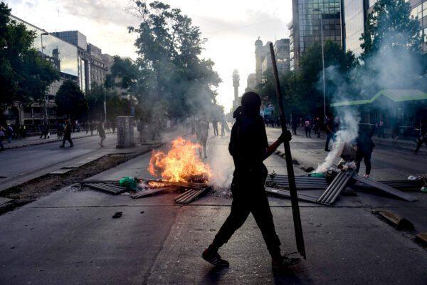 Brucia la gabbia di Pinochet