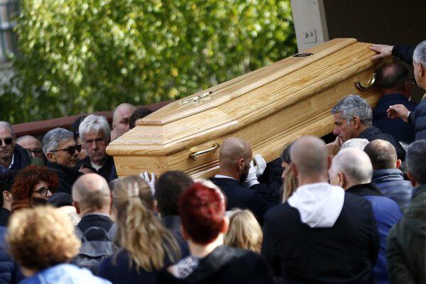 Omicidio Sacchi: chiesa gremita per l'addio a Luca