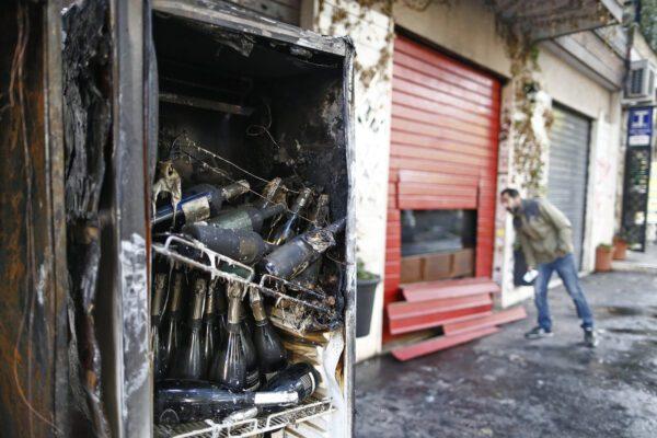 """Roma, fiamme distruggono il """"Baraka Bistrot"""": giorni fa la solidarietà alla """"Pecora elettrica"""""""