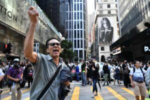 Hong Kong, oltre un milione di persone firma petizione online per chiedere la fine delle violenze