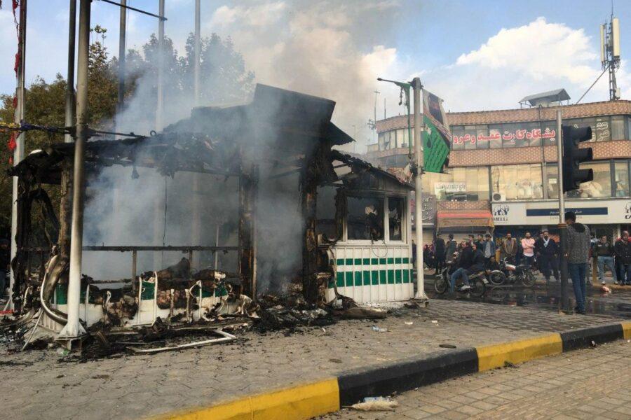 Iran, Amnesty: Almeno 106 manifestanti uccisi in 21 città