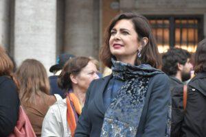 """Manifesti razzisti contro Laura Boldrini: """"Non abbasseremo la testa, non ci fanno paura"""""""