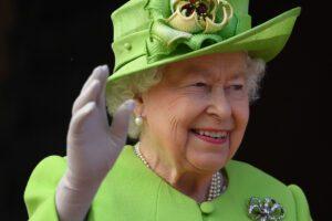 Elisabetta rinuncia all'ermellino. Svolta ambientalista per la royal family