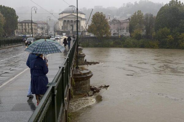 Maltempo in tutta Italia, nubifragi e venti forti: è allerta in 10 regioni