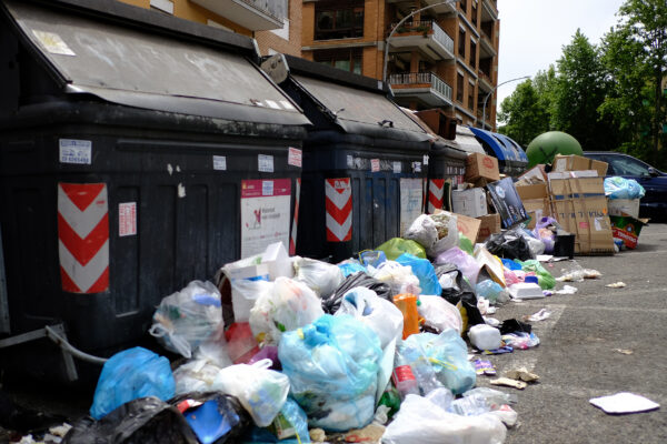 Il riciclo dei rifiuti diventa creativo con Ama e Retake
