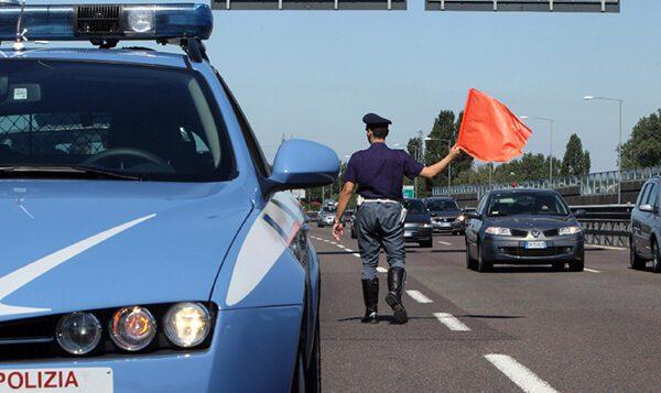 Blitz in autostrada, preso corriere della droga: in auto cocaina per un milione di euro