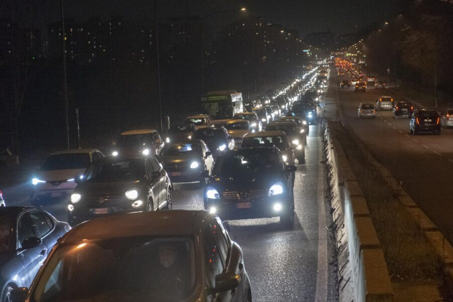 Manovra, dietrofront sulle tasse alle auto aziendali: salve quelle ecologiche