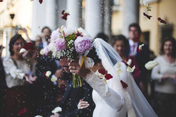 Padre della sposa positivo al Covid, in quarantena tutti i 91 invitati al matrimonio
