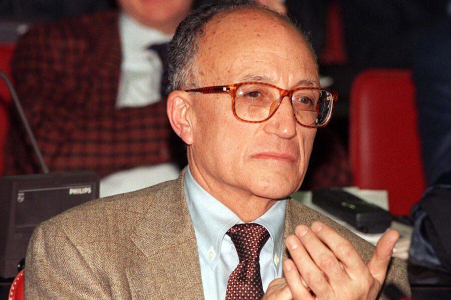 Ambrogino a Borrelli, schiaffo al socialismo italiano