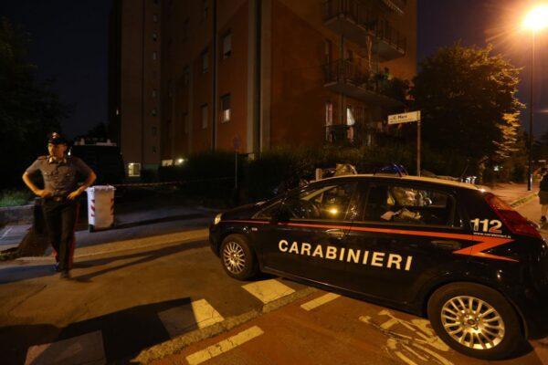 Omicidio nel Napoletano, 18enne ucciso con 4 colpi di pistola: ferito un amico