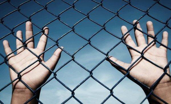 Per rieducare i minori va abolito il carcere