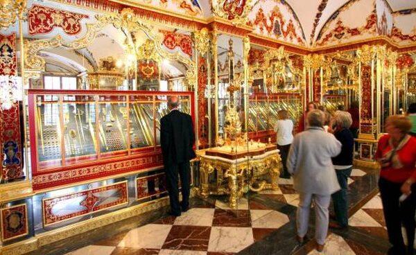 Germania, furto di gioielli da un miliardo nel castello di Dresda