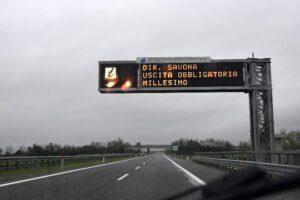 Savona, crolla tratto dell'autostrada A6 verso Torino