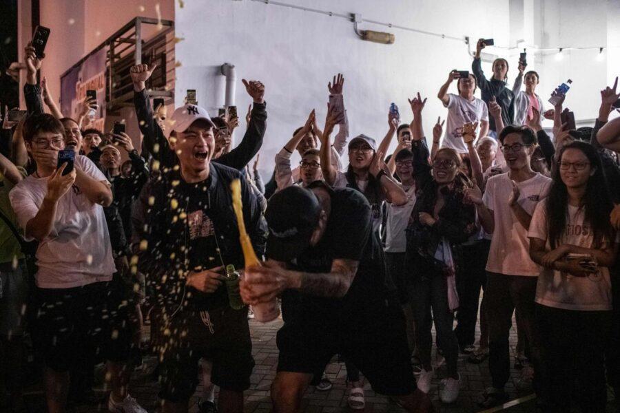 Hong Kong al voto, il fronte per la democrazia schiaccia il governo pro-Pechino