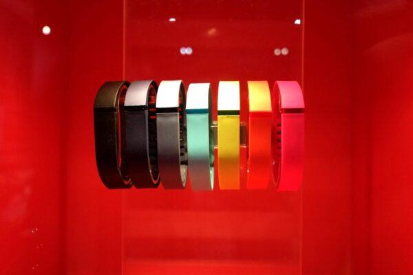 Google sfida Apple nel mercato degli smartwatch: acquistata Fitbit per 2,1 miliardi di dollari