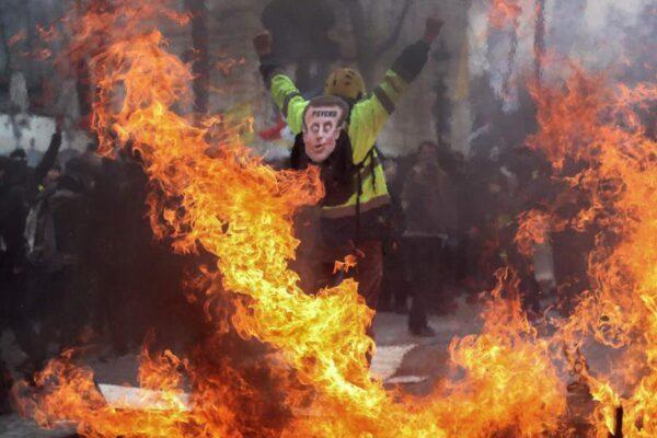 Gilet gialli, scontri a Parigi a un anno dalla prima manifestazione