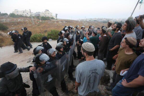 """Israele, la svolta di Trump: """"Gli insediamenti in Cisgiordania sono legittimi"""""""