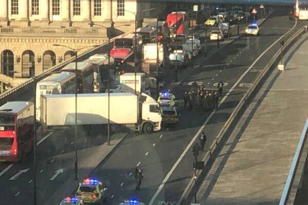 """Attentato a Londra, 2 morti e più feriti sul London Bridge. La polizia: """"E' terrorismo"""""""