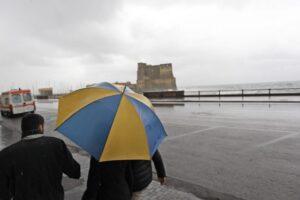 Maltempo in Campania, grandine e fulmini fino alle 15 di sabato: allerta meteo gialla