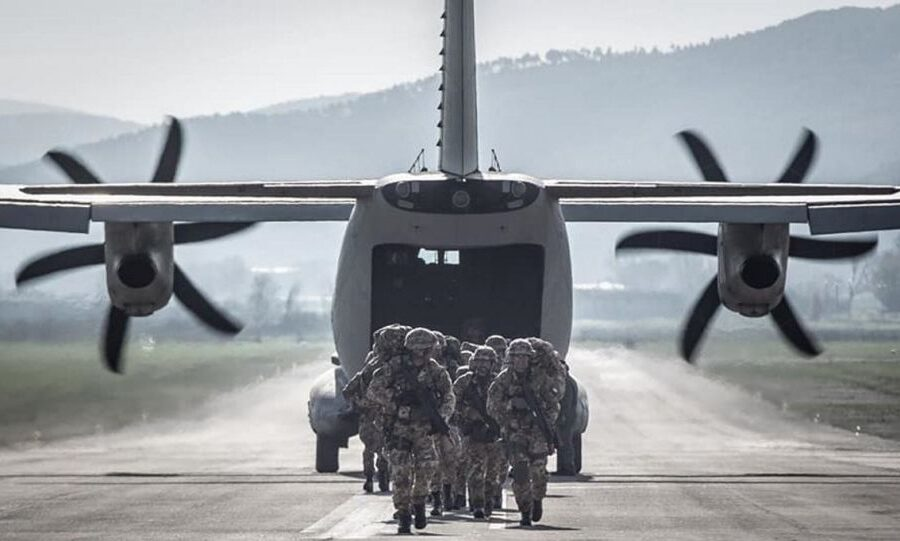 """Rientrano i militari feriti in Iraq, Di Maio: """"Sono i nostri eroi, dobbiamo ringraziarli"""""""
