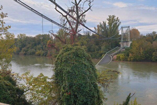 Francia, crolla ponte sul fiume Tarn: muore una 15enne