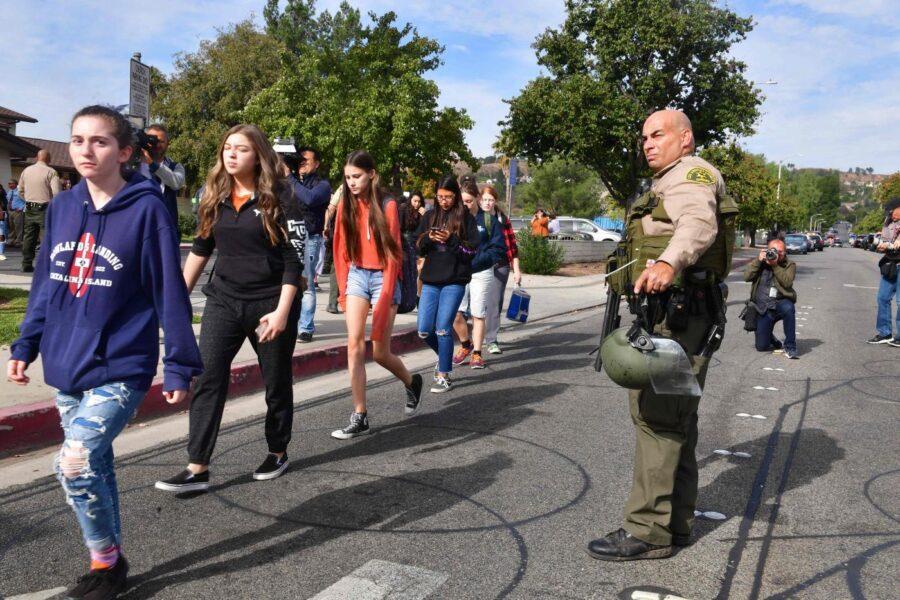 Spari in un liceo della California, si aggrava il bilancio: due morti