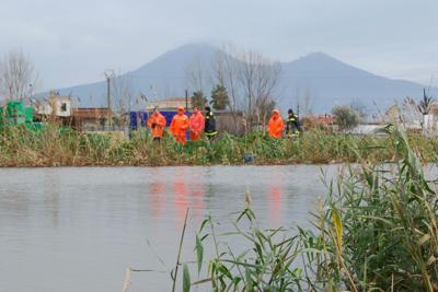 Allerta meteo in Campania: straripa il fiume Sarno, 4 persone salvate
