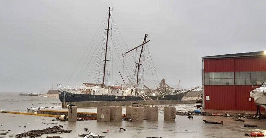 """Il maltempo colpisce il litorale laziale, danneggiata """"La Signora del vento"""""""
