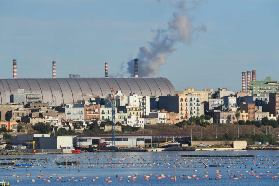 Ex Ilva, a Taranto si buca una caldaia: fiamme altissime