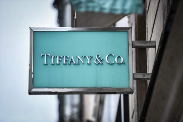 Tiffany parla francese, l'icona dei gioielli passa al gruppo Lmvh per 16 miliardi