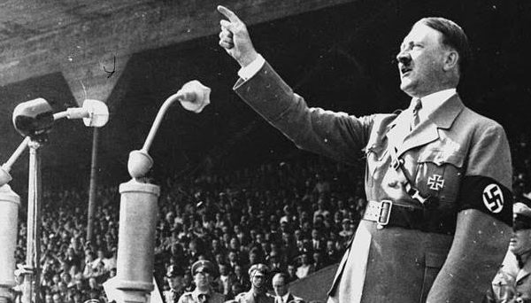 Caso Castrucci: voi prendereste mai un caffé con quel nazista?