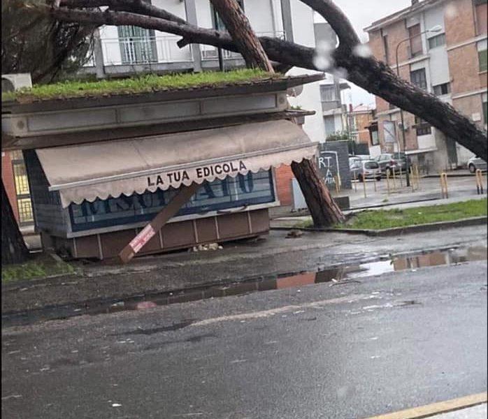 Maltempo, Campania in ginocchio: allerta meteo prorogata