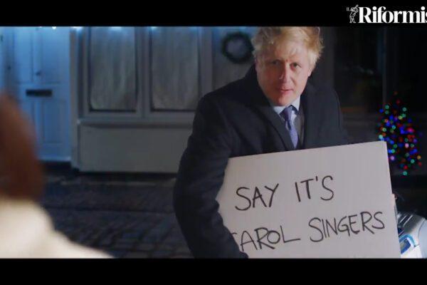 """Brexit Actually"", Boris Johnson risponde a Hugh Grant con i cartelli di Love Actually"