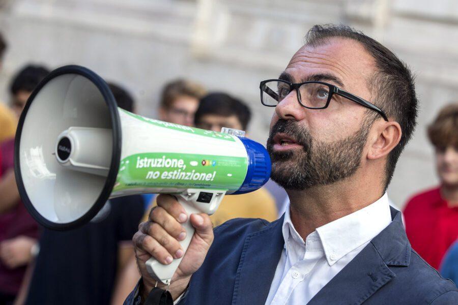 Dimissioni Fioramonti: da M5s fiducia a Conte, polemica da Fi
