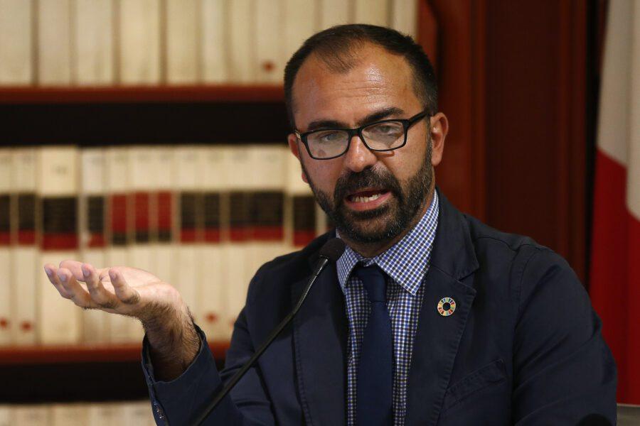 """L'ex ministro Fioramonti lascia i Cinque Stelle: """"Il Movimento non ha più valori"""""""