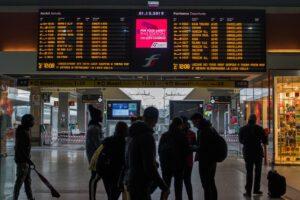 Terremoti, treni bloccati: ritardi fino a 200 minuti, scattano rimborsi