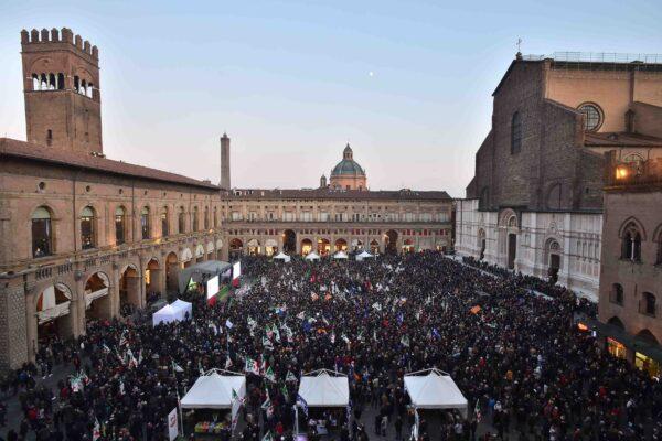 Bonaccini, in 10mila in piazza a Bologna per il lancio delle Regionali 2020