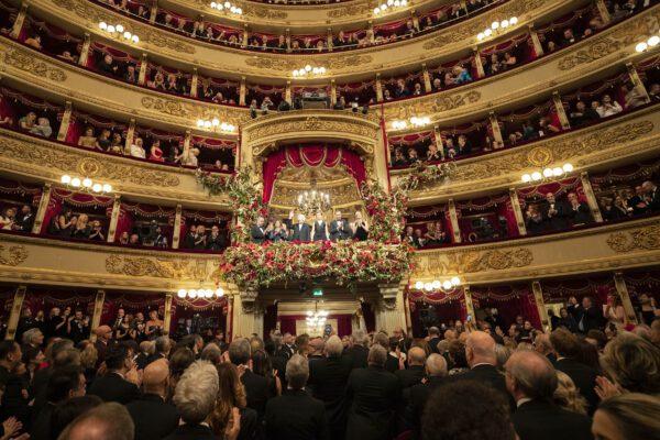 """Prima alla Scala, ovazione per Mattarella. C'è anche Patti Smith: """"Le sardine hanno il potere"""""""