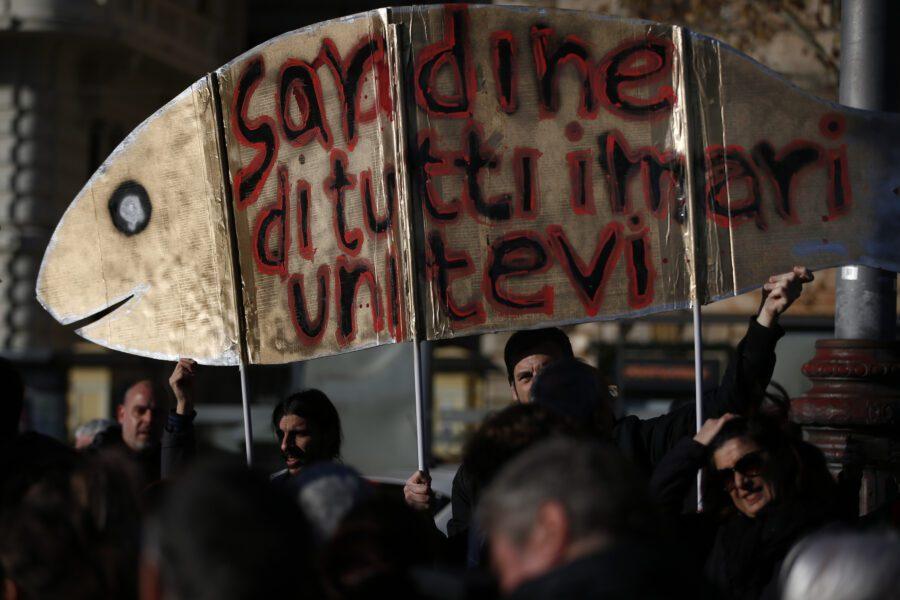 Foto Vincenzo Livieri – LaPresse  14-12-2019 – Roma Politica Piazza San Giovanni. Manifestazione delle Sardine  Photo Vincenzo Livieri – LaPresse  14-12-2019 Rome Politics Piazza San Giovanni.Demonstration of the Sardine movement